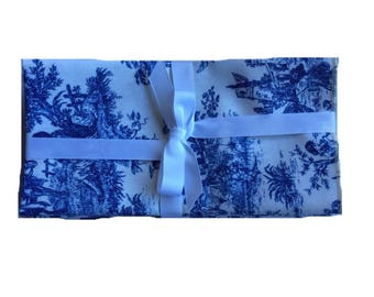 Blue and White toile (6) 18x18) cloth napkins
