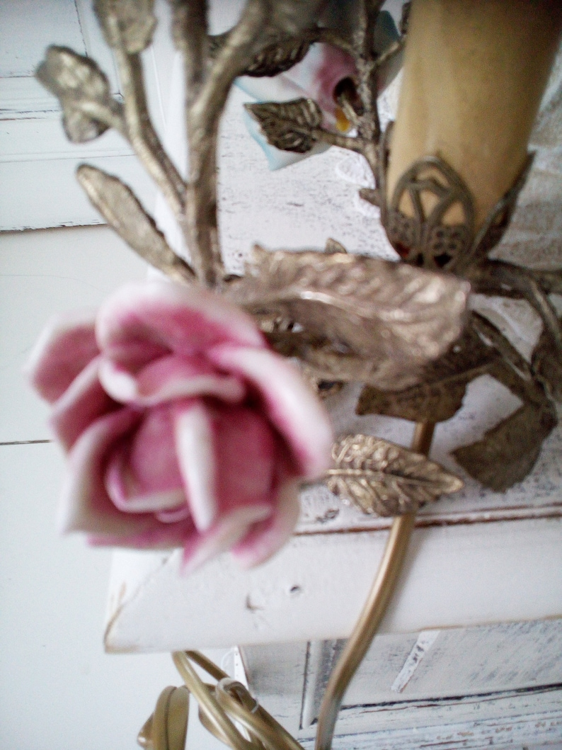 one E14 bulb venetian vintage antique Capodimonte tole roses Table lamp brass and porcelain italian intricated leaves ramage 5 roses