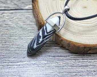 Black & White Stripped Grain Colored Quartz Crystal for Chakra Healing a Gemstone in Silver Pendant Necklace