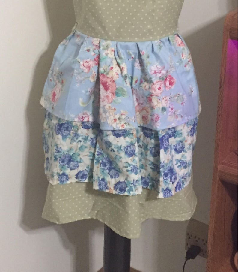 Housewarming Gift Ruffled Floral Apron Women/'s Apron Gifts Under 50 Bridal Shower Gift