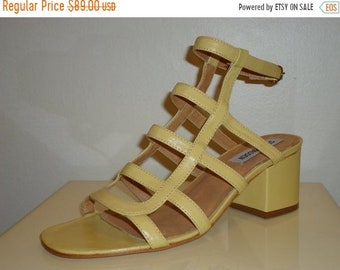 0861591df 50% OFF FREE SHIPPING Absolutely Must See Vintage Yellow Leather Mod Style  Sandals