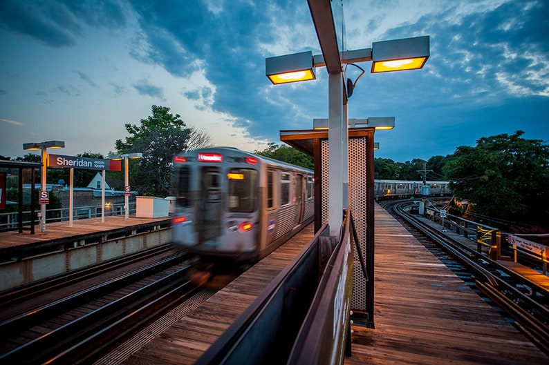 Art Print: Chicago L Train Red Line Sheridan Stop July image 1