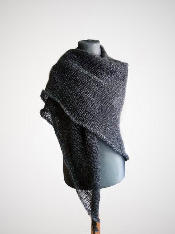 Charbon de bois écharpe de laine mérinos et mohair triangle   Etsy aeb905043f5