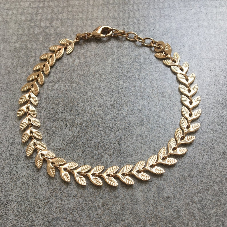 Golden leaf delicate bracelet ear dainty bracelet bold bracelet Gold Plated Laurel wreath bracelet LAURIER minimal