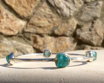 Blue Apatite Bangle, Raw Stone Sterling Silver Hammered Bangle, Raw Gemstone Bangle, Rough Blue Apatite Gemstones, Gemstone Silver Bangle