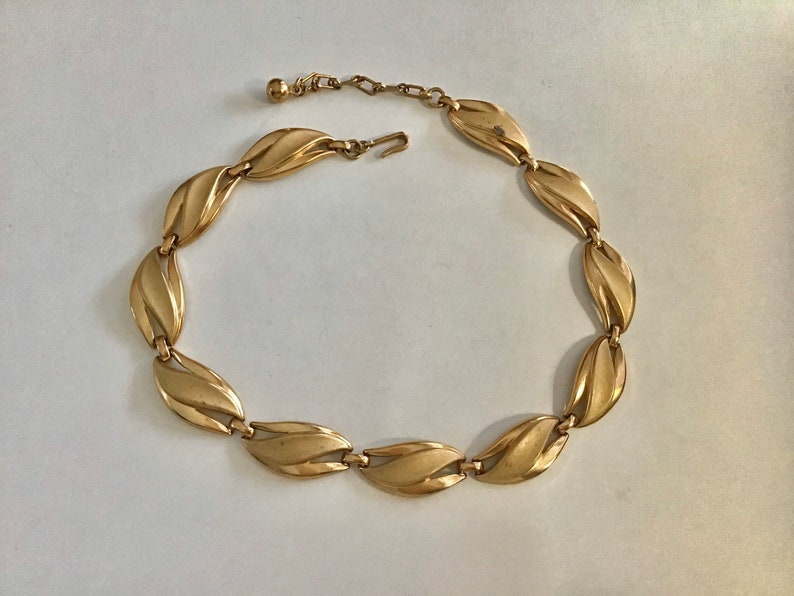 Lovely multi link necklace perfect with any outfit. Trifari classic gold tone metal choker necklace
