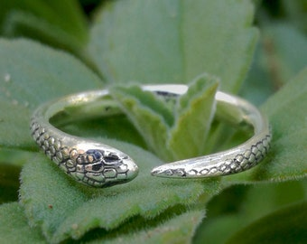 Snake ring   Silver ring   Nature ring   Dainty ring   Adjustable ring   Serpent   Reptile   Witchy   Animal ring