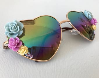Heart aviators with roses