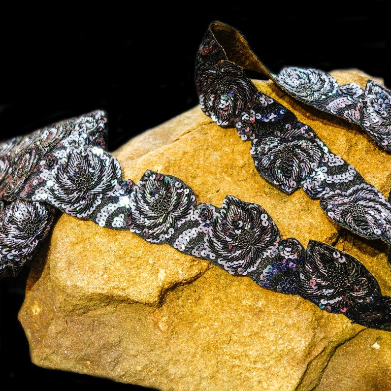 Roses in grey and black sequin trim