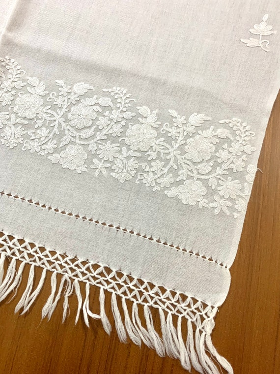 White woollen shawl,Hand Embroidered pure Wool Shawl, Bridal shawl,cream colour floral embroidered wool shawl,