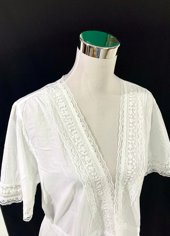 White cotton Dressing gown, soft luxurious cotton dressing gown, wrap on dressing gown, soft lace dresser Robes.