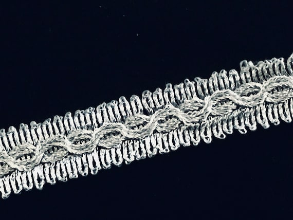Silver chained texture with rugged edges  trim