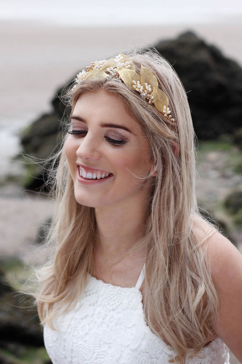 Gold wedding hair vine Gold leaves and white flowers headpiece Gold leaf hair vine Gold leaf headband Leaves and Flowers bribal headband