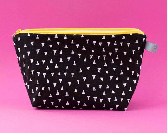 Monochrome triangle print cosmetic bag * makeup bag