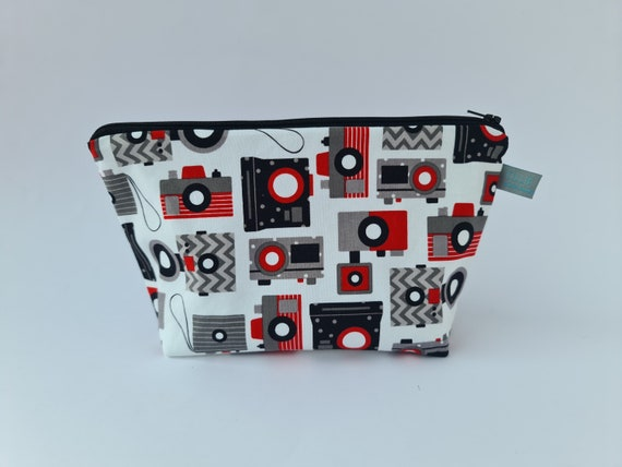 Retro camera cosmetic bag with waterproof lining