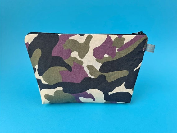 Camouflage wash bag with waterproof lining