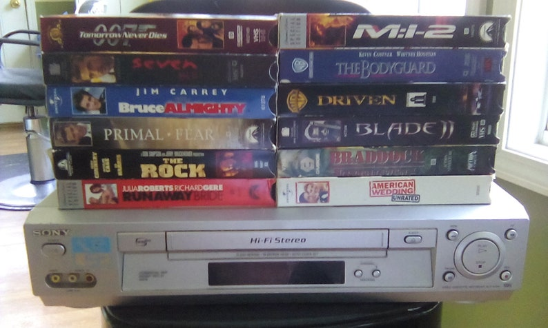 Video Cassette Player recorder Sony  VCR VHS  12 movies model slv  n 700 VCR plus
