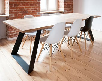 COLT. Solid oak dining table, extended