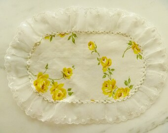 Vintage Dresser Scarf Yellow Roses and Lace