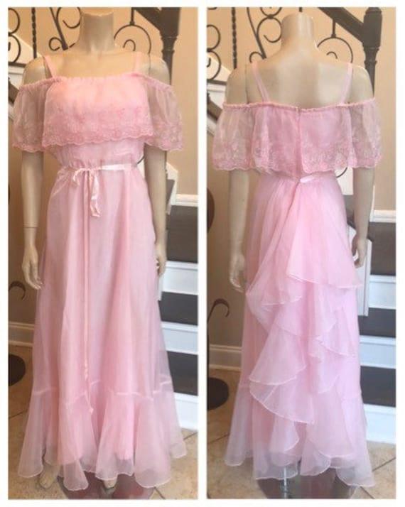 Gorgeous Vintage Pink 70s off Shoulder / Ruffle Pr