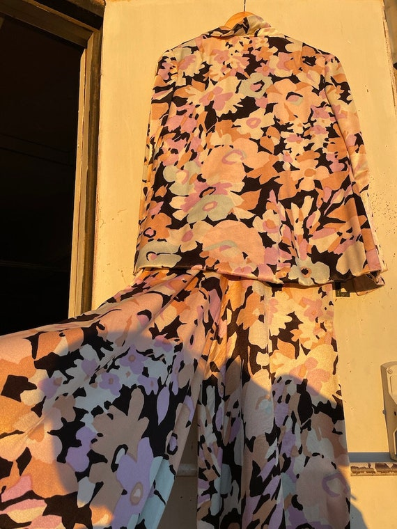 1970s palazzo silky floral lavender/black/minty l… - image 8