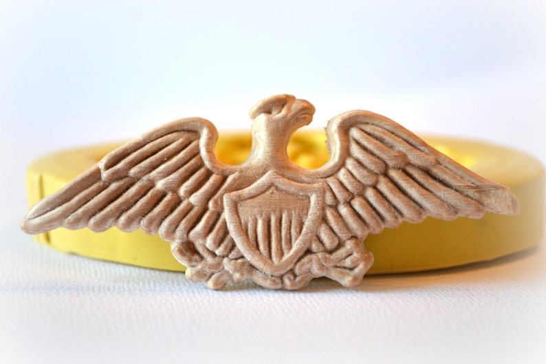 7d914db997a0 0896 Bald Eagle Emblem with Crest Wood Textured Silicone