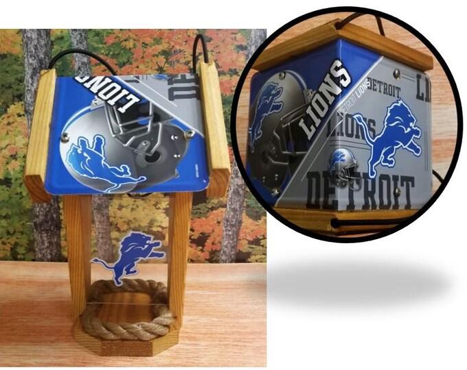 Detroit Lions Two-Sided Cedar Bird Feeder (SI series)