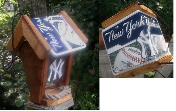New York Yankees Two-Sided Cedar Bird Feeder