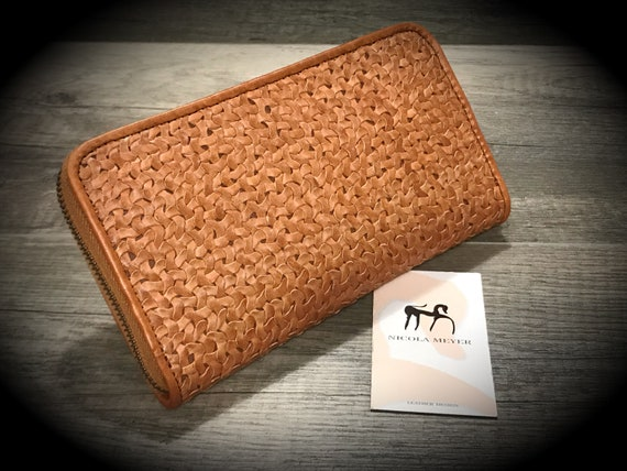 The PERFECT WALLET Weaved by Hand Iphone X or 8 Plus Leather Walllet Genuine Leather Case with Zip fastener made in Tuscany Italy col NUT