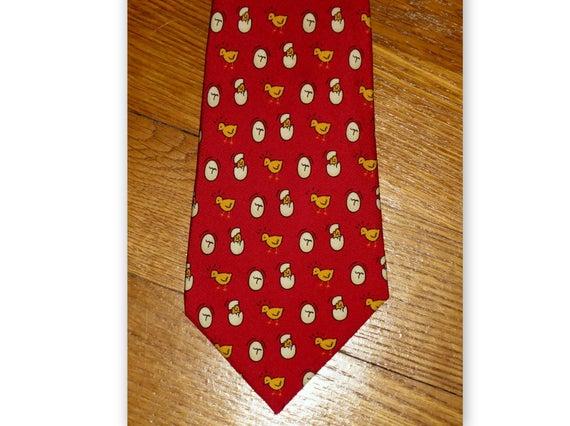 Più affidabile moda di lusso quantità limitata Cravatta Hermes Paris arredamento vintage di pulcini e uova su una priorità  bassa rossa