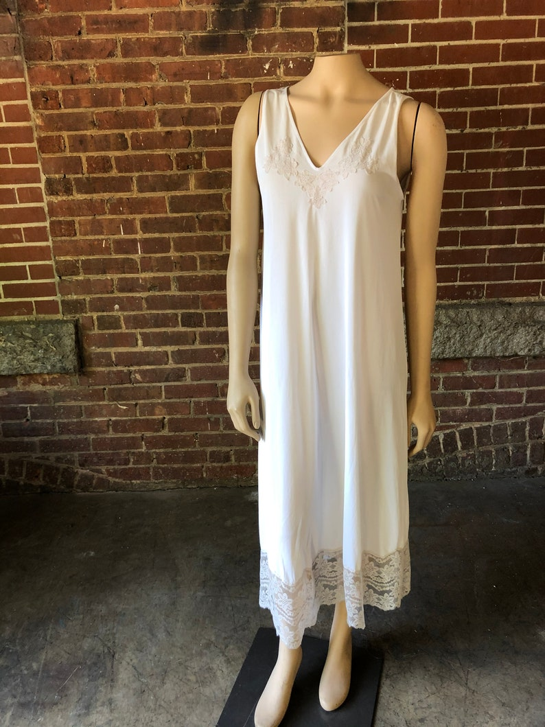 Long White Romantic Nightgown image 0