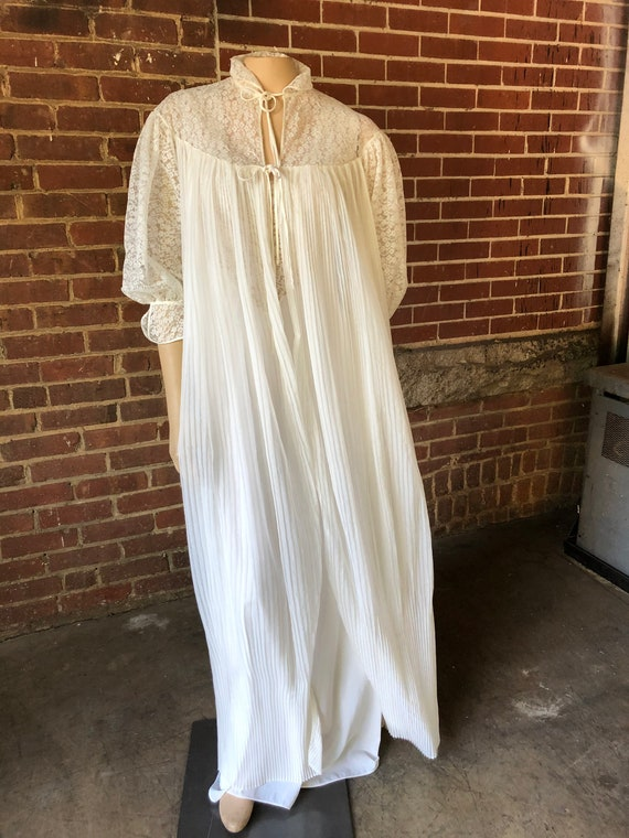 Long Vintage Peignoir Lace with Accordion Pleats