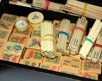 1930's Semi Antique  Chinese  Mah jong  and Score Sticks  in Wooden Box. Vintage Mahjong. Hand Engraved and Hand  Painted Tiles.