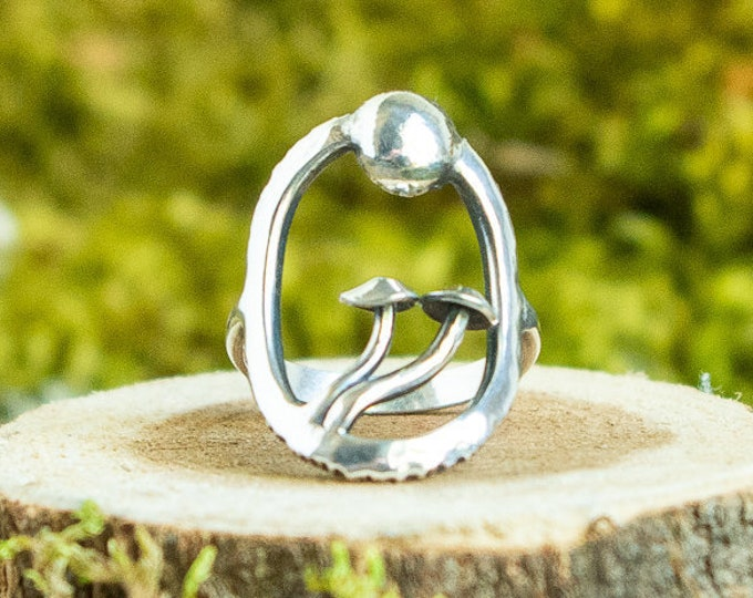 Moonrise Mushroom Ring | Sterling Silver | Size 6