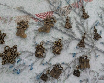 Set of 12 pieces Tiny Christmas Trinket/NEB73-Embellishment/Trinket/Bronze Trinket