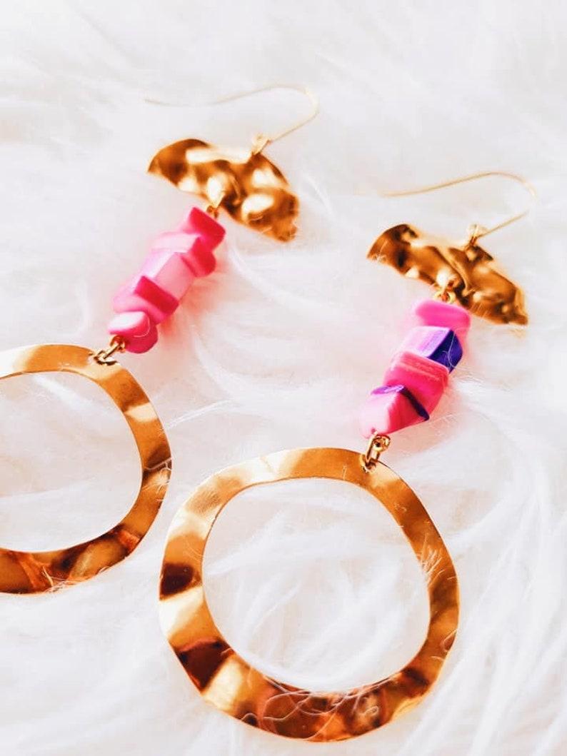 Maxi Geometric Round Fluid Brass Gold Portuguese Pink Shell Dangle Statement Earrings