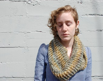Green Knit Cowl Ombre Green Cowl Knit Rib Mobius Cowl scarf Woman Vegan Cowl Mobius Wrap Knit Green infinity scarf Green Thick Cowl
