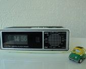 Original flip clock ROBERTS