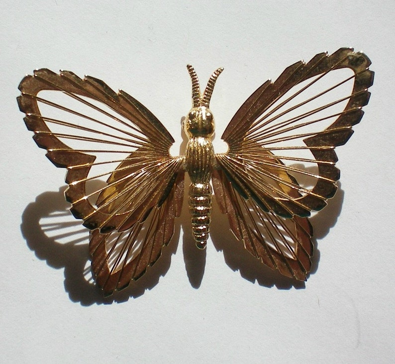 Wire Wing Butterfly Pin 3330