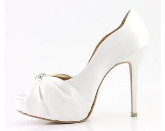b8de52de32e Diamond White Rhinestones Wedding Shoes