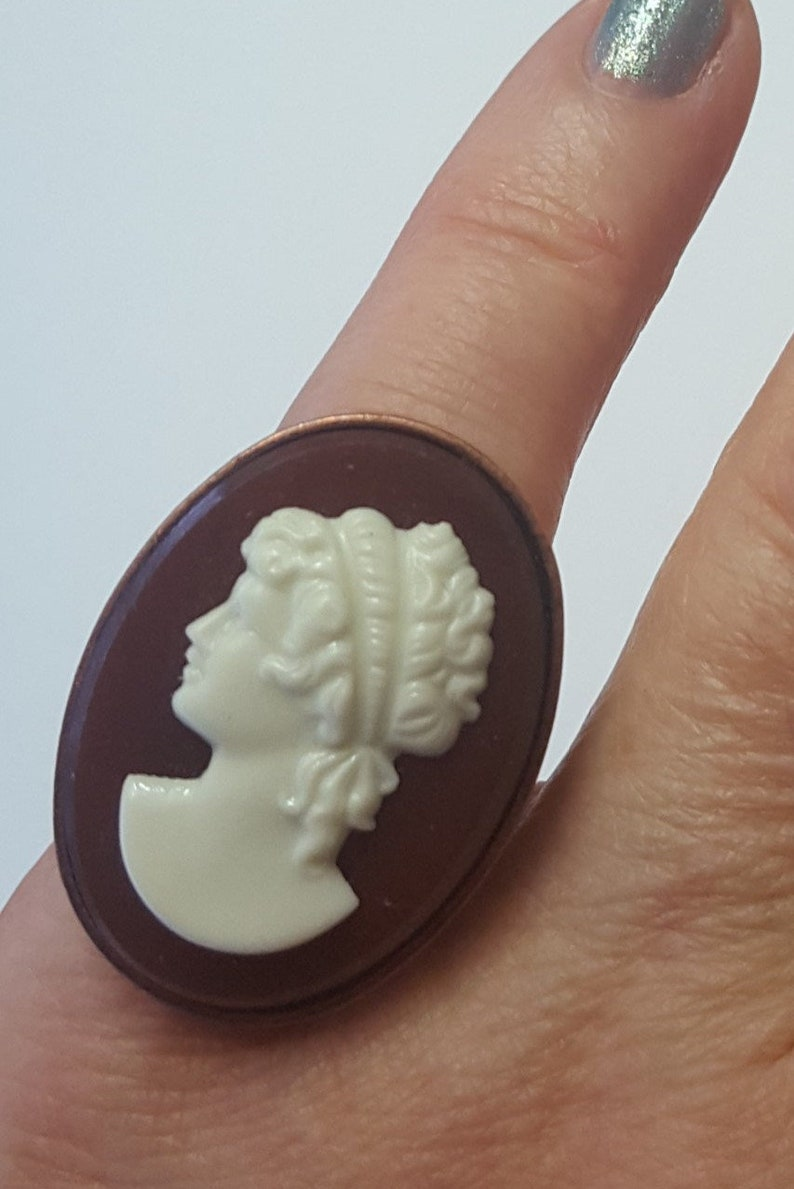 Vintage Large Glass Cameo Ring Czechoslovakia 60s image 0
