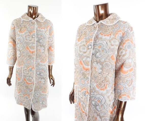 Vintage 70s Quilted Robe Floral Print Housecoat B… - image 1
