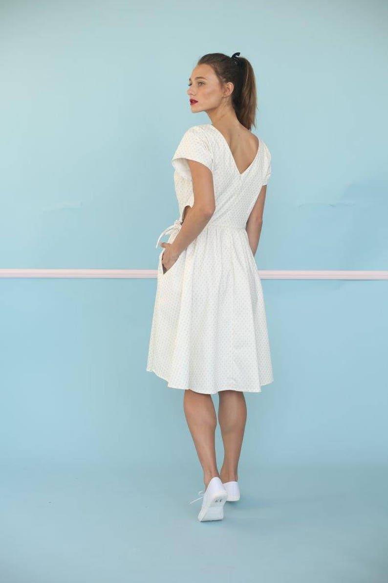 0d7babf77bd5 Cut Out Dress bianco con oro stampe vestito completo gonna
