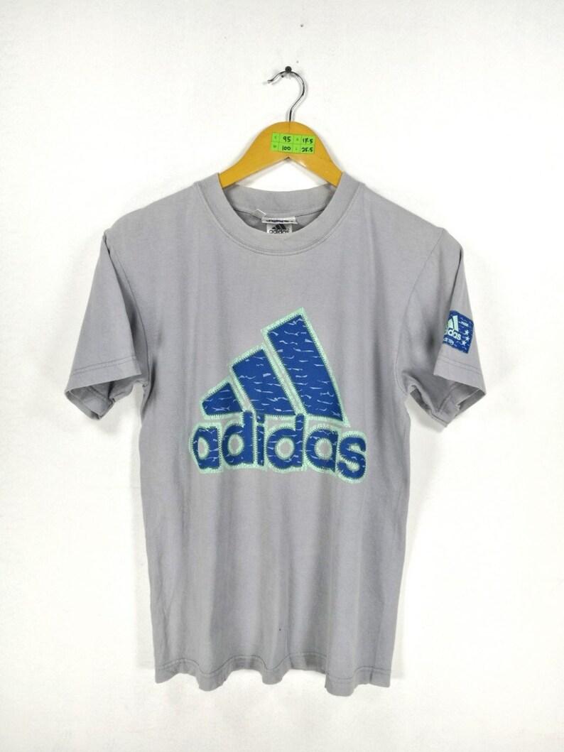 Détails sur ADIDAS Homme Original Brodé Trèfle 3 Rayure California T Shirt afficher le titre d'origine