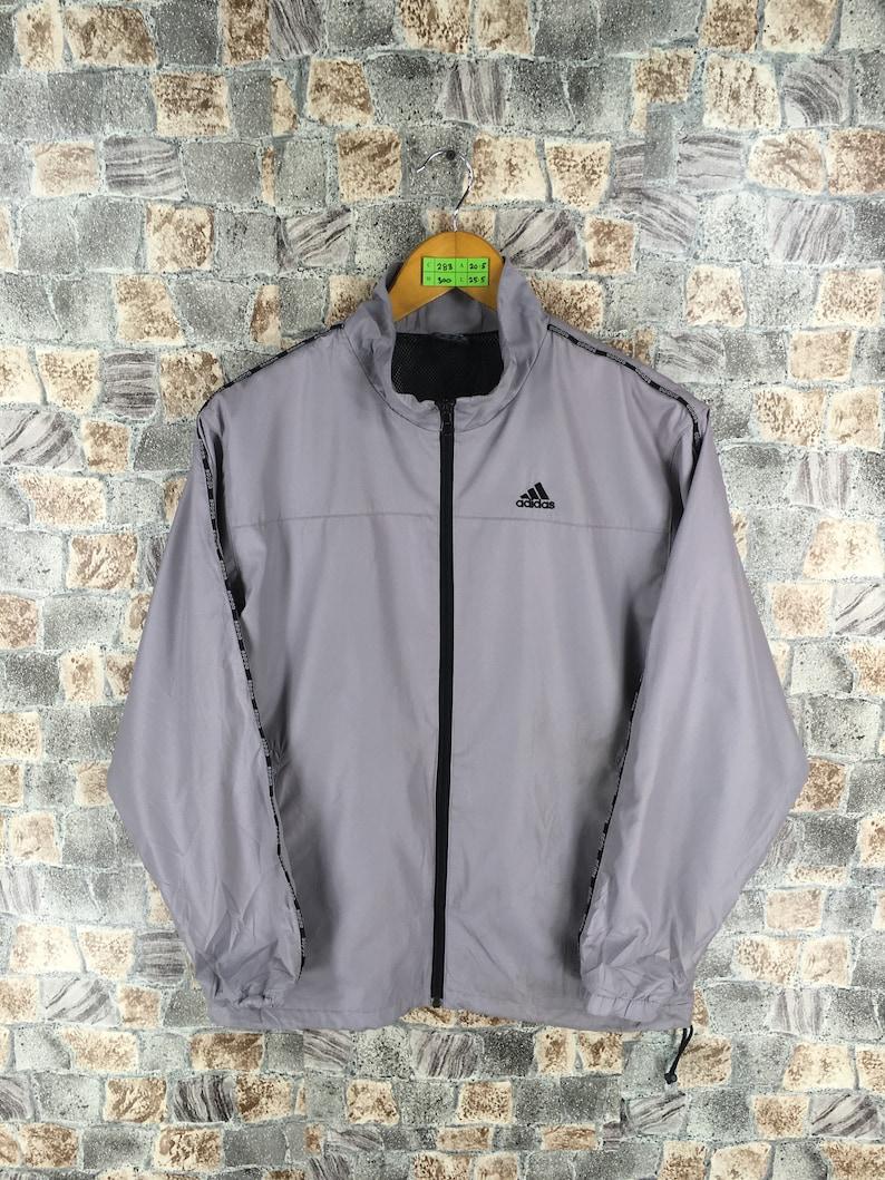 7ad9a4d5300f3 ADIDAS Trainer giacca piccolo Vintage degli anni ' 90 Adidas grigio  Activewear abbigliamento sportivo Adidas Giacca a vento Adidas Running  giacca ...
