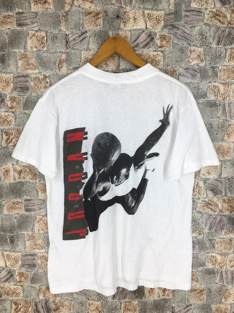 2071b91926946 Vintage 90's NIKE JORDAN Tshirt Medium Nike Swoosh Sportswear Chicago Bulls  Nba Basketball Michael Jordan Nike Air White Shirt Size M