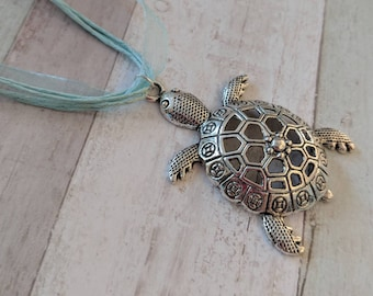 Turtle necklace, beach necklace, summer necklace, summer jewelry, kawaii necklace, kawaii jewelry, gifts for her, animal necklace,
