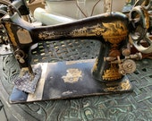 Singer Sewing Machine, very solid, Great old time look, Just like grandma used