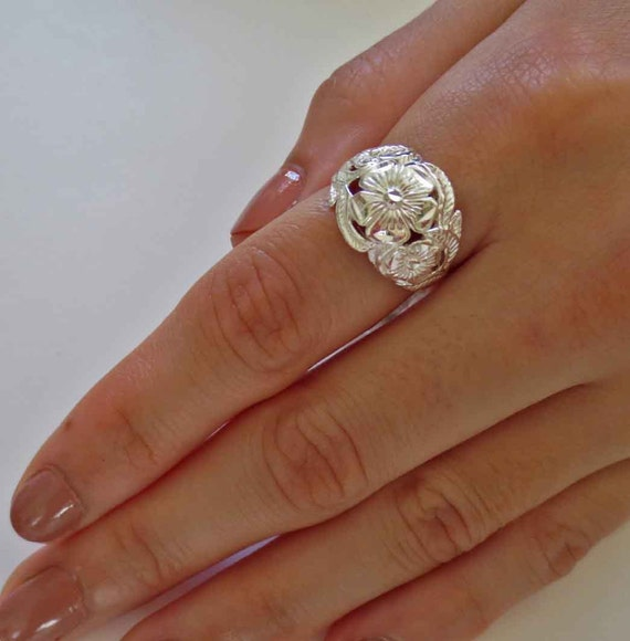 Retro 90/'s Style 925 Sterling Silver Flower Floral Dome Band Ring