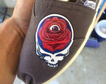 Custom Grateful Dead themed artwork on Toms